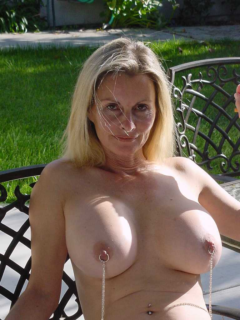 Hot mature mom loves cum